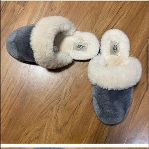 UGG KID'S FINN SLIPPERS CHARCOAL Small Size 2/3